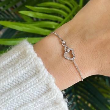 💙Pulsera Swarovski Infinity Heart, blanco💙 DESLIZA para ver cómo queda ⏩ Esta pulsera de Swarovski, bañada en rodio, es una expresión de amor eterno. Está compuesta por dos elementos principales: un corazón y un símbolo del infinito, entrelazados. Una única brillante piedra adorna el símbolo infinito, lo que aporta un toque brillante al diseño. Esta pulsera de Swarovski es el regalo perfecto para una persona importante en tu vida. ✨ Regálala por San Valentín. 🥰 .👉🏼10% en tu primera compra por pedidos superiores a 45€ con nuestro código.🙈💗 & 👉🏼Y si no es tu primera compra disfruta de un 25% en la segunda unidad que te lleves. (Aplicable en el artículo de menor importe) . . #pulsera #sanvalentin #idea #descuento #rebajas #regalo #swarovski #swarovskicrystals #corazon #amor #regalooriginal #infinito #love
